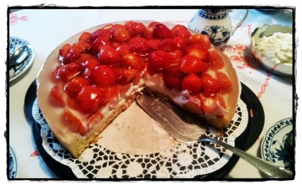 leckere erdbeer torte mit mascarpone quark creme kuchenkr mel. Black Bedroom Furniture Sets. Home Design Ideas
